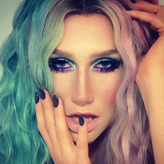 欧美第一色情网络_求歌名,一个欧美的mv,女歌手有些镜头穿粉红色的衣服
