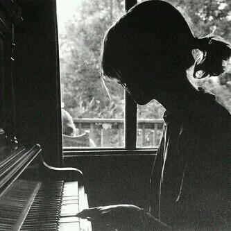 悠扬的钢琴曲谱