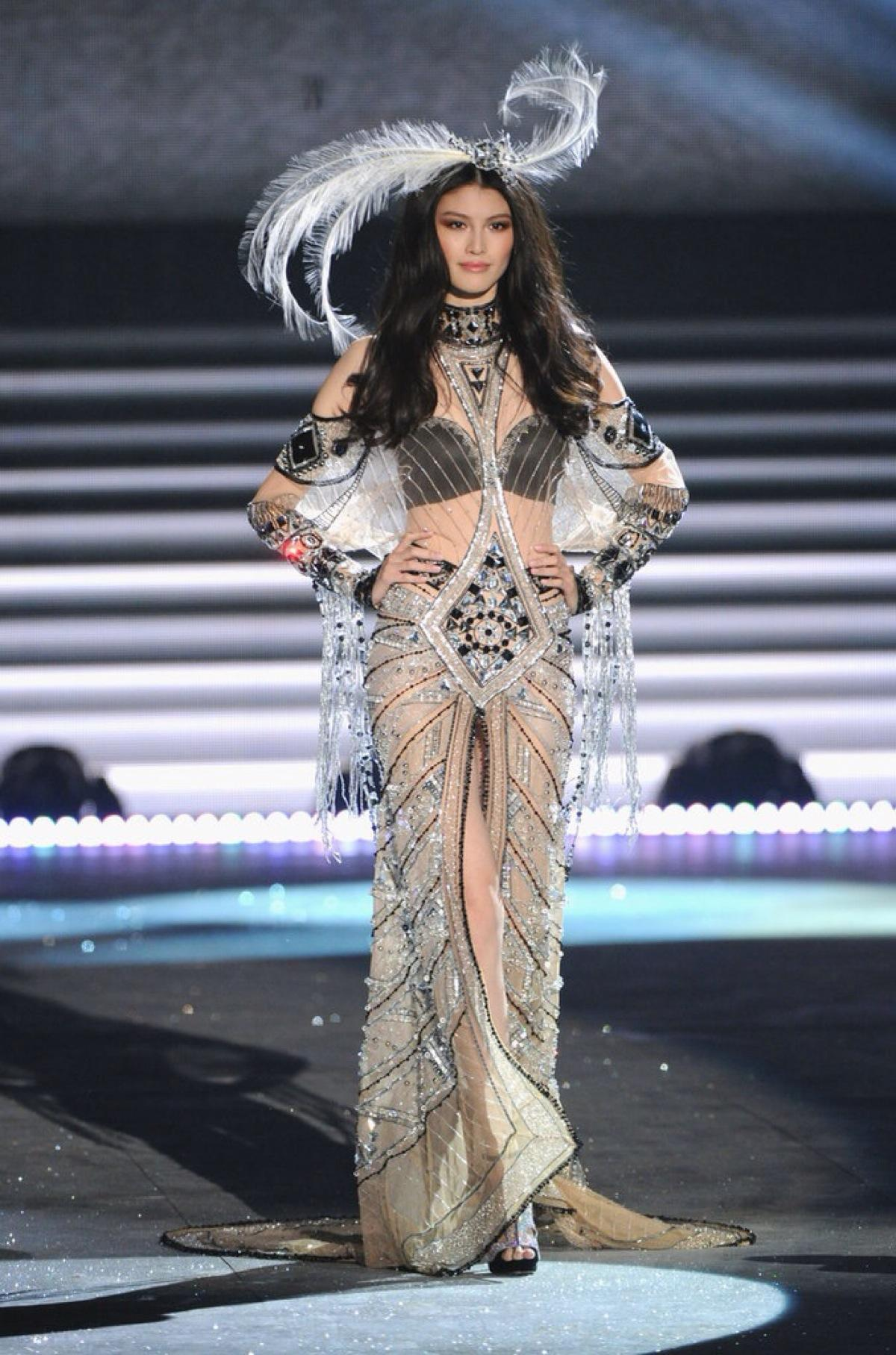 Dressmaking, Sewing and Fashion Design classes in Hong Kong Transparent dress fashion show video