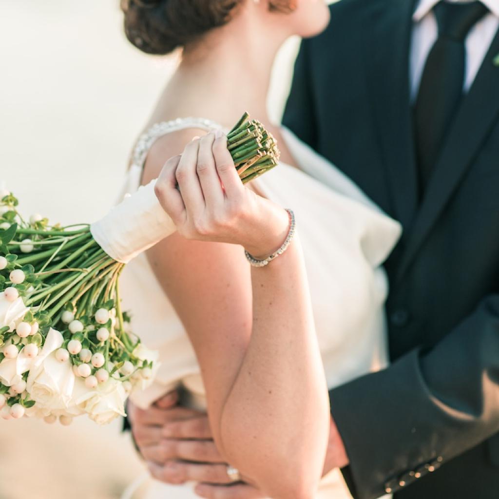 现代手绘结婚美女